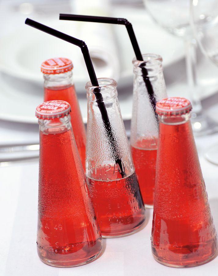 Mal anders - Stehtische, Gläser, Orangensaft, ... Haben Sie für den Sektempfang an alles gedacht? Auch an das Kühlen der Getränke? Ganz einfach ist es, kleine Piccolos mit Strohhalm zu servieren. Dann müssen Sie keine Gläser spülen und servieren die kleinen Flaschen oder Dosen ganz einfach in großen Wannen und kühlen mit crused Ice blitzschnell.
