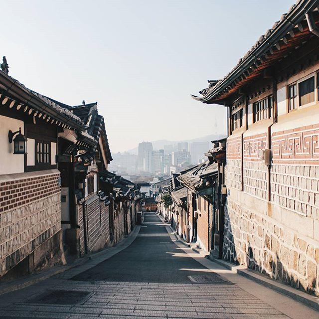 The old town  #Korea #korean #SouthKorea #southkorean #Seoul #seoul_korea #seoulsnap #ig_korea#vscokorea #imagineyourkorea #서울#한국 #한국인#사진 #스냅 #일상 #데일리 #좋아요  #grammasters3