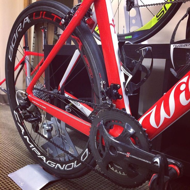 Wilier Triestina Team Red! #twohubs #bikeporn #wilier #wiliertriestina #cento10air #red #campagnolo #superrecord #boraultra50 #italia