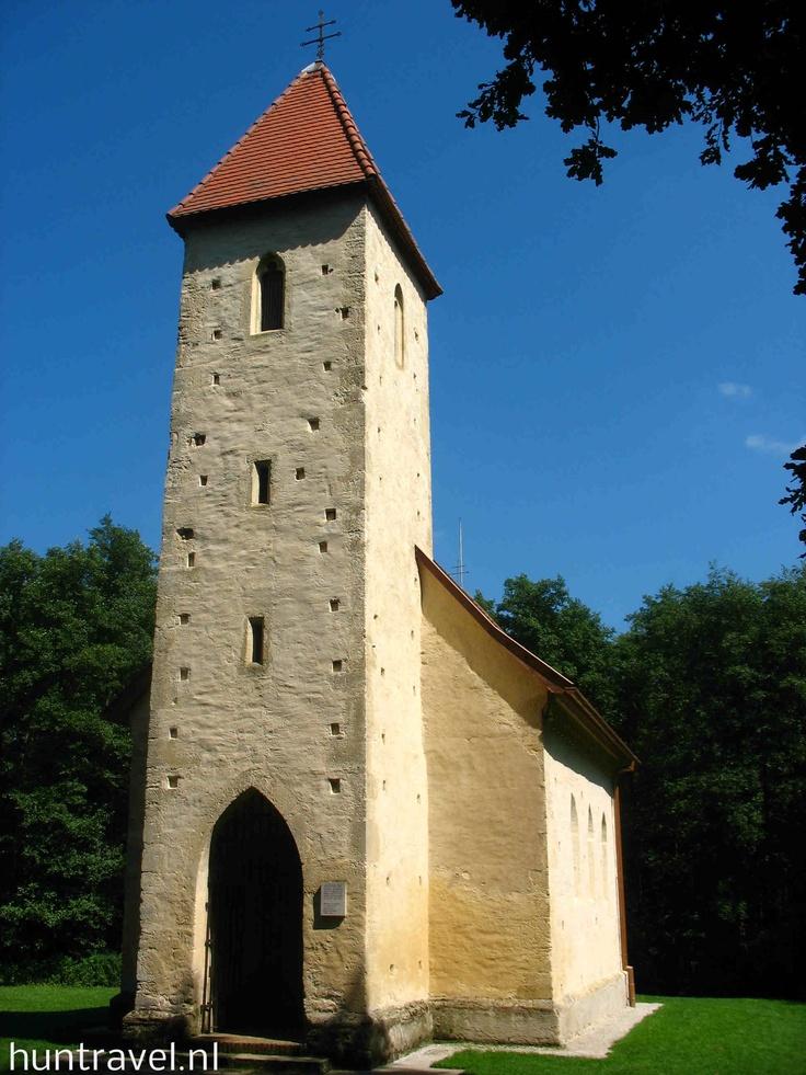 In Velemér : de Romaans-gotische kerk.