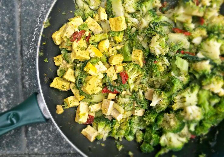Easy Vegan: Tofu al verde - con broccoli e pomodori secchi