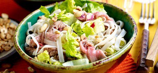 Salade van noedels met rundvlees en gember