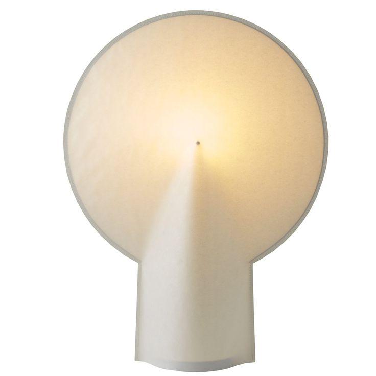 Pion bordslampa från Wrong London, formgiven av Bertjan Pot. Läckert designad av laminerat papper oc...
