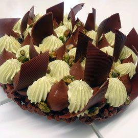 Biscuit au chocolat,  ganache au chocolat,  crémeux à la pistache et les petites pistaches caramélisée. Une recette de Masterclass Michalak