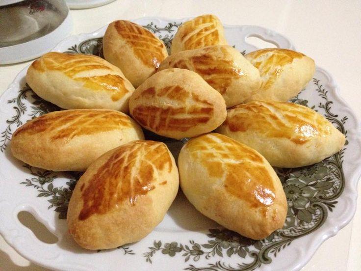Pastanede ki poğaçalara hepimiz bayılırız nasıl yapıldıgını merak ederız işte size Pastane Poğaçası Tarifi