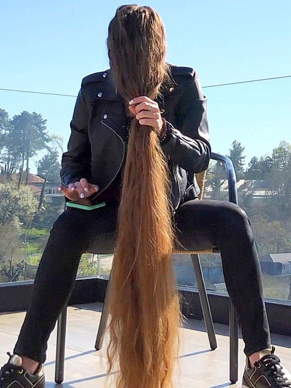 Video Alina S Heavy Hair In Front Of Her Face In 2020 Long Hair Styles Long Hair Play Long Hair Ponytail