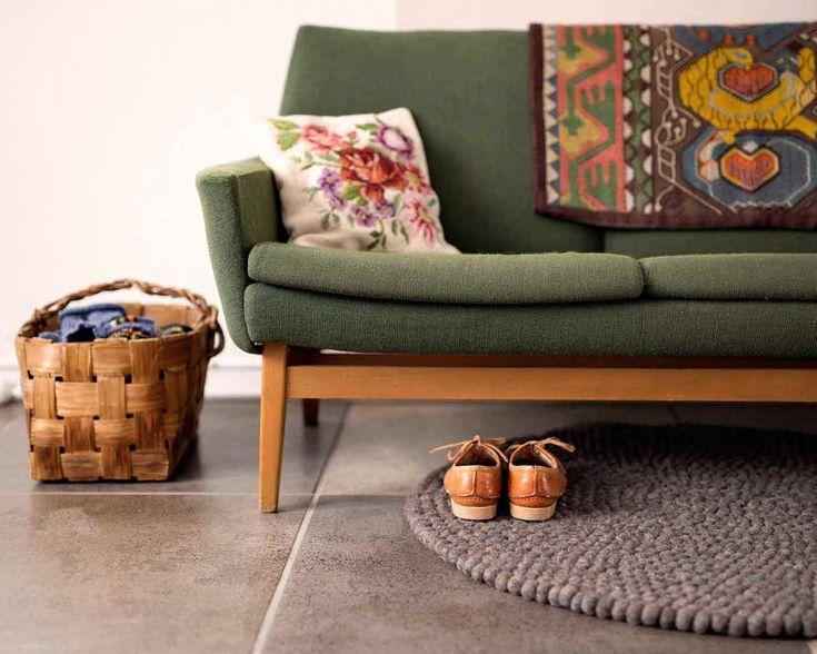 Tapis de boules , à partir de  € Ce tapis nous rappelle la terre, la nature! Pour certaines pièces, il faut quelque chose de naturel et organique, ce tapis au brun profond apportera le confort à vos pieds. C'est un rappel de la beauté des éléments de base.