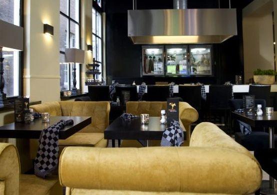 Restaurant  ff Swanjee in de Hinthamerstraat onder de rook van de Sint Jan. Lekker loungen in de banken en ondertussen genieten van lekkere hapjes en een glas wijn #Diner #Borrel #Lunch #Tip #Denbosch