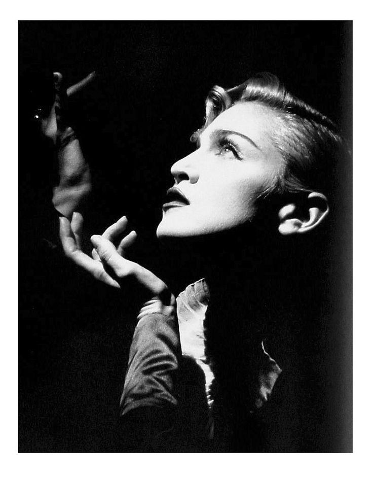 Vogue_Madonna_1990_Lorraine_Day_BW