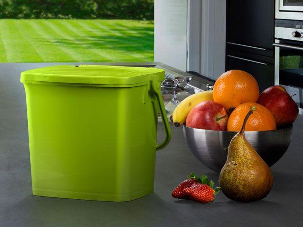 Godkjøkkenbeholder for matavfall med ergonomisk håndtak i plastmateriale. Beholder er tett, men lokket kan leveres tett eller perforert. Det er også mulig åtrykke informasjon og …