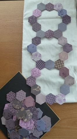 hexagon circles. Maybe an idea for a Wedding Ring quilt?!?