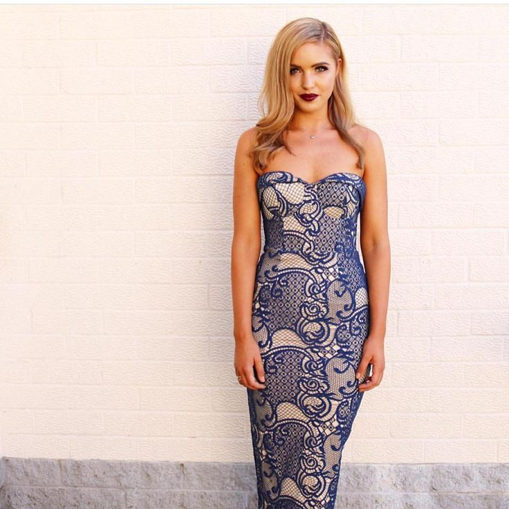 The Zeina dress is available to in navy, Ivory and black #whiterunway