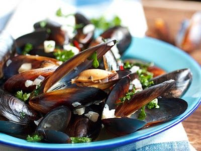 Mussels in White Wine: White Wines, Seafood Lovers, Favorit Recipe, White Wine Sauces, White Wine Mi, Wine Sauces R, Steam Mussels, Wine Broth, Steamed Mussels