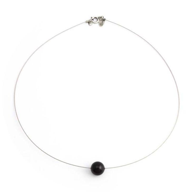 Fraaie zwarte parel ketting met 10 mm grote Swarovski parel. Bekijk onze online collectie stijlvolle sieraden.