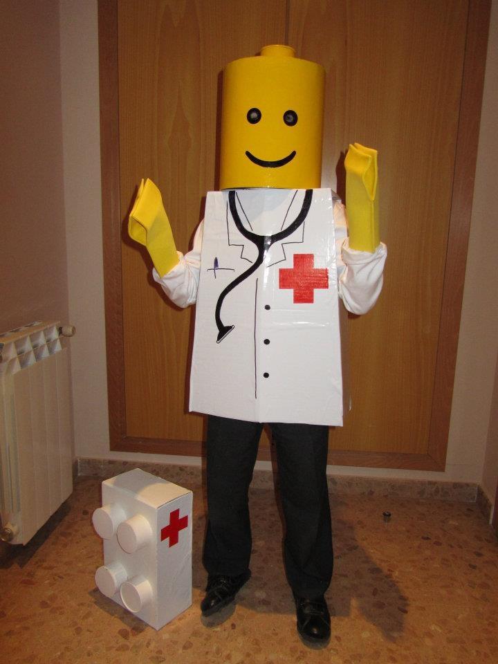 MADRES HIPERACTIVAS: Disfraz de Lego
