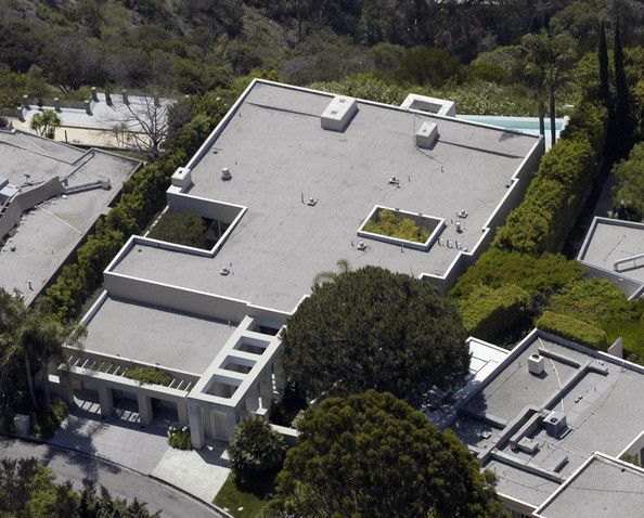 Celebrity homes los angeles keanu reeves and swimming for Celebrity houses in los angeles