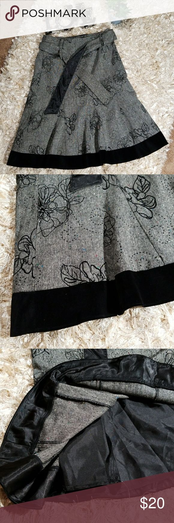 "ALI MILES Women's Skirt Gorgeous skirt with so much personality Has a shimmer effect with beautiful stitching Bottom hem is a black velvet Wide waistband with two sided belt Side zipper Flare bottom Lined Polyester/Wool  Waist 33"" Length 27"" Ali  Miles Skirts"