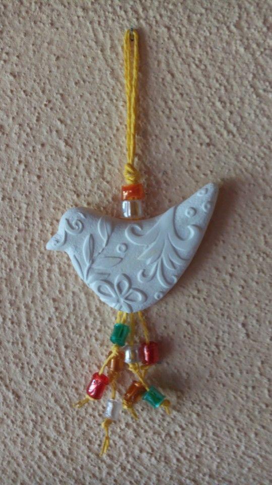 Gessetto decorato con perline di plastica riciclata