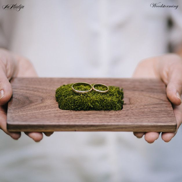 Ringkissen aus Holz, Natur, Hippie Hochzeit / wooden wedding ring holder, ring bearer for a rustic natural wedding made by Woodstorming via DaWanda.com