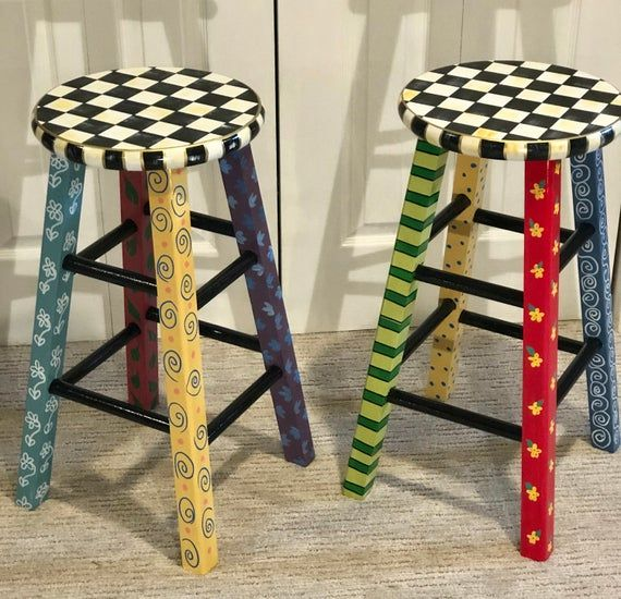 Meubles Peints Whimsical Tabouret Peint De Barre Meubles Etsy In 2020 Whimsical Painted Furniture Painted Bar Stools Hand Painted Stools