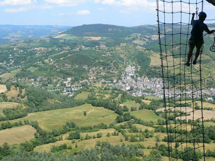 En la red de la vía ferrata de Roqueprins, sobre el pueblo de la Canourgue