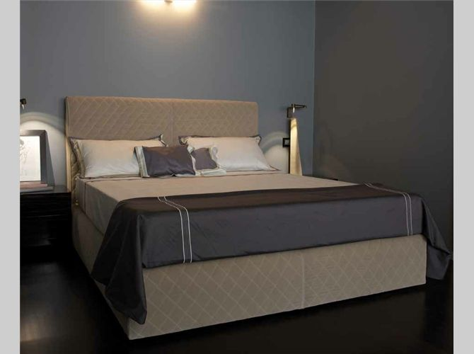 DOM edizioni - Coco Bed - Bed with box-spring base (no storage) Removable Fabric Cover.  Hidden feet.   Rhomb quilted headboard with rounded corners.  Mattress size: 160 x 200.  Bed size: 162 x 212 Fabric: Mt. 8 x ht.1,4 / m² 14,5 Spare Bedroom