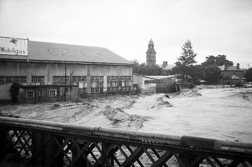 Raging flood waters during the Maitland Flood, 1955: Lucey Collection