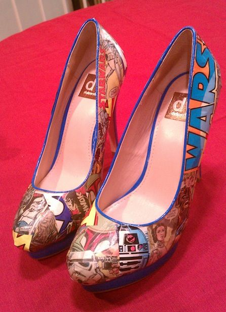 Ok I'm not a Star Wars fan but these shoes are so awesome, the look so pop art, certainly inspiration for decoupage shoes...