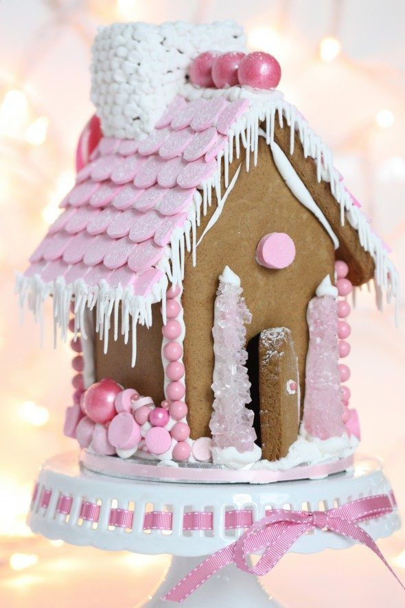 {Video} Making a Gingerbread House & {Free Printable} Gingerbread House Template | Sweetopia