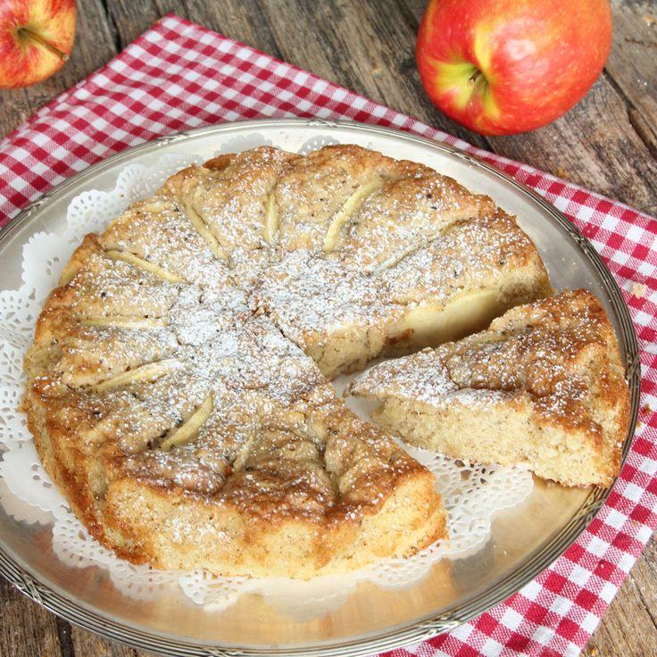 Lättgjord och gudomligt god, lite segmjuk äppelkaka.