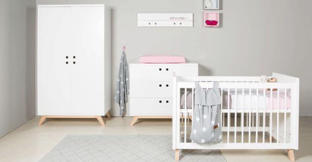 Bopita Babykamer Lynn. Scandinavische uitstraling door de vorm en combinatie van wit met blank hout.