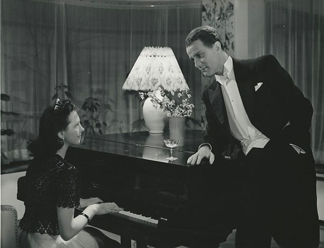 Som du vil ha' mig - ! (Johan Jacobsen, DK, 1943) She succeeds very well shifting from the provoking sex symbol to the shrewd mature master of conflicts. However, she is about to fall into her own trap, when she falls in love with an attractive pianist.  http://www.dfi.dk/faktaomfilm/film/da/16167.aspx?id=16167