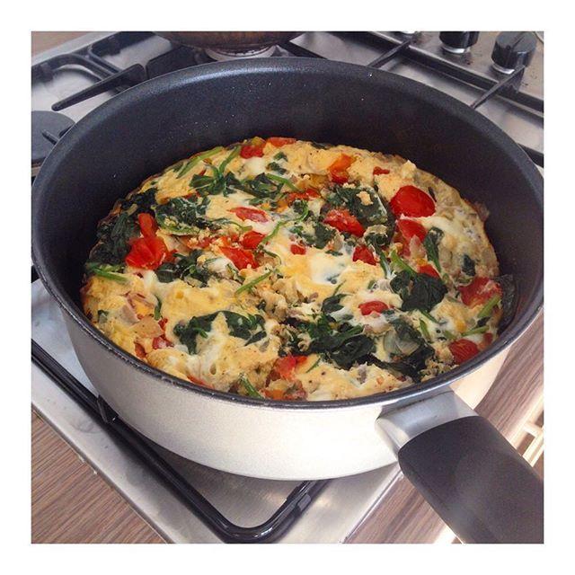 Frittata met spinazie, tomaat en gehakt  Ik ben de komende week weer voorzien van lunch! Zoek op 'frittata' op Mintful.nl voor het recept  #frittata #spinazie #tomaat #paleo #paleoig #fitjourney #paleofood #foodporn #fresh #lunch #fitfam #mintful