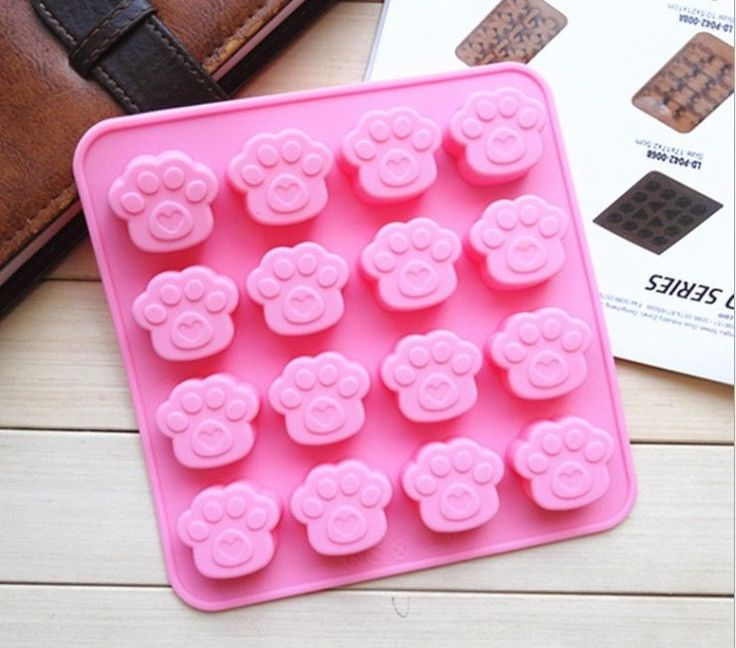 PAWS Dog Cat Silicone Bakeware Mould Chocolate Mold Cookie Candy Baking Tin Pan