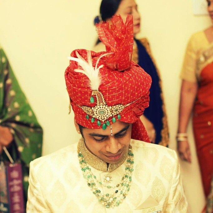 Indian weddding groom red safa sarpench kilangi