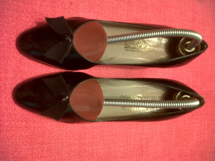 Brown Ferragamo winter decolleté. with particular leather bow