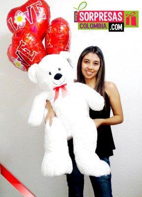 OSO ENAMORADO Sorprende con este especial peluche gigante que enamorara una vez mas a esa persona especial. Visita nuestra tienda online www.sorpresascolombia,com o comunicate con nosotros 3003204727 - 3004198
