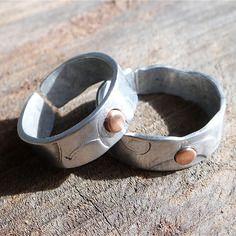 Bagues duo pour couples, bague anneau d 'amitié, assortis  en aluminium et cuivre structuré par martelage, réglable