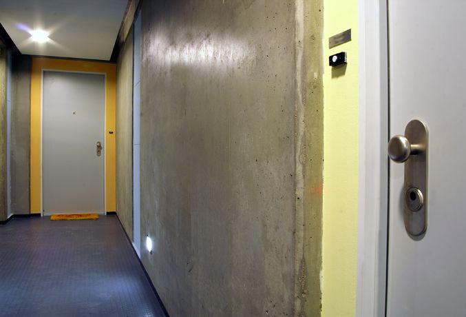 Bezpečnostní dveře NEXT SD 102 jako vstupy do bytů v netradičně designově řešených chodbách