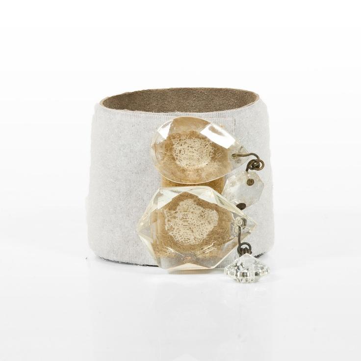 bracciale in velcro foderato in pelle con fascetta con due cristalli chandelier riposizionabile