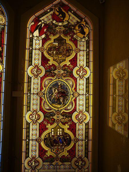File:Oberhofen Schloss Oberhofen Innen Raum mit Glasmalereien 15.JPG