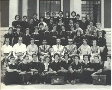 5ο Γυμνάσιο Θηλέων Θεσ/κης: Ποδιά και άσπρο γιακαδάκι!