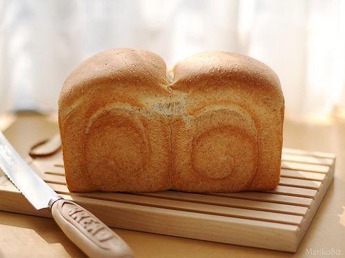全粒粉の入った食パン。サンドイッチでいただきまーす。