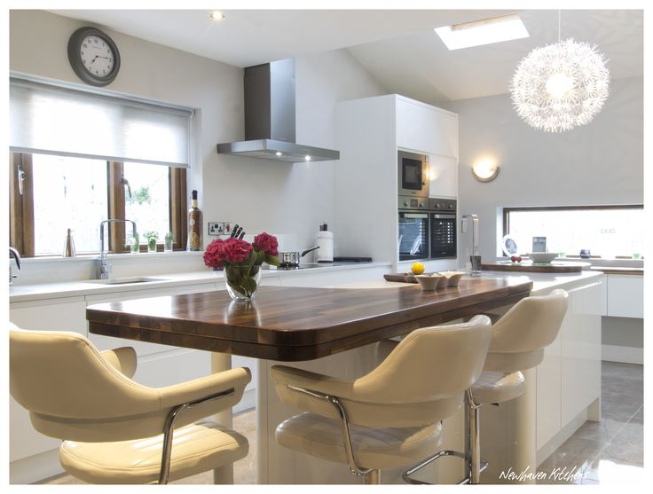 Modern White Gloss Handleless Kitchen with Solid Walnut Feature Worktops