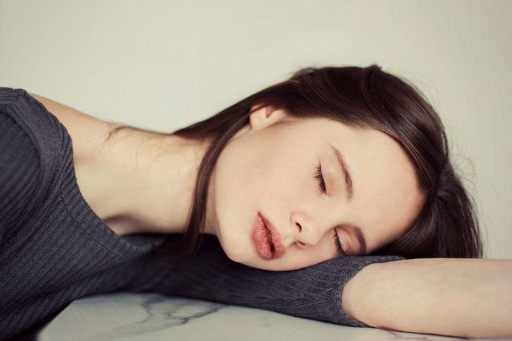 Во сколько нужно ложиться спать, чтобы просыпаться бодрым? Эта таблица — просто находка