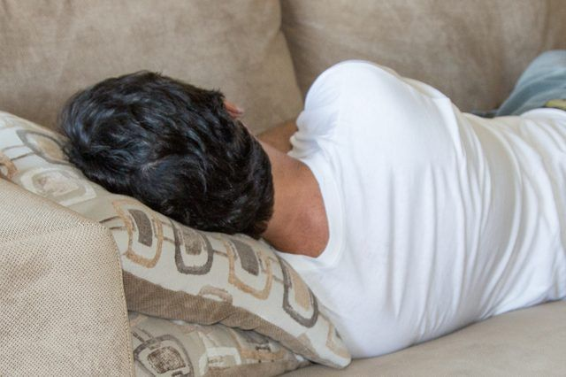 How to Treat a Couch for Head Lice