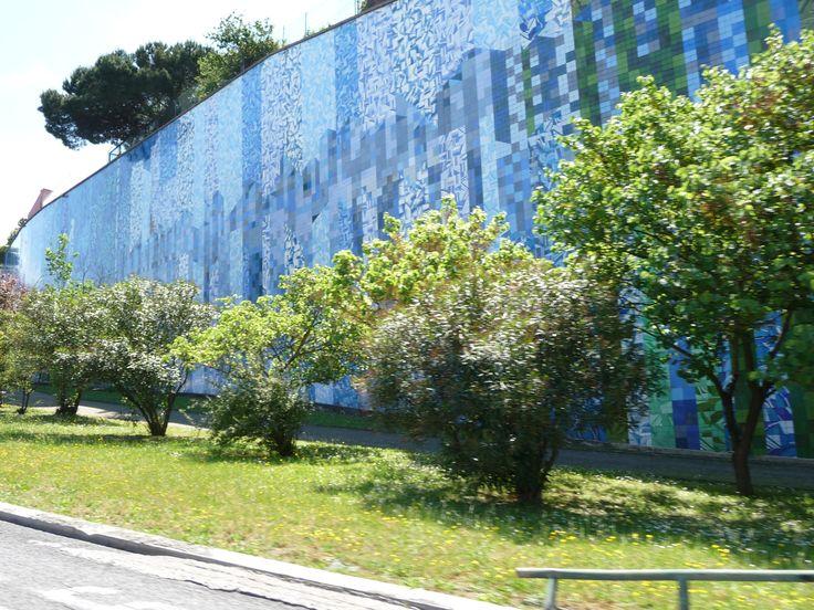 ANA BARATA - João Abel Manta [1928-) | Lisboa | Av. Calouste Gulbenkian / Calouste Gulbenkian Avenue [photo Ana Almeida] #Azulejo #JoãoAbelManta