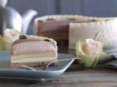 Jubilæumskage fra La Glace med makronbund, abrikosmarmelade, vaniljecreme og nougatflødeskum