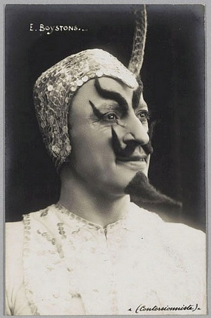 Circus Sideshow Freak E. Boystons, Contorsioniste