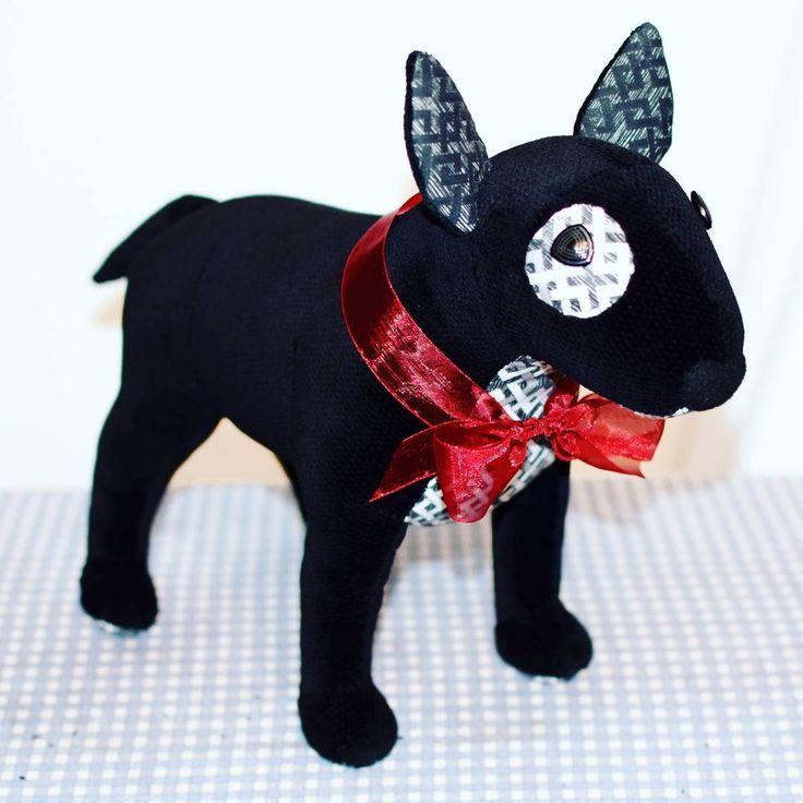 Mały, czarno-biały, jeszcze przedświąteczny bulek. 🐾🐶:) #bullterrier #bulterier #bullterrierlovers #dog #pies #piesmaskotka #smietki #bulltagram #bullterrierlove #blackandwhite